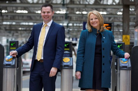 01/03/16 - 16030101 - FIRST SCOTRAIL GLASGOW CENTRAL - GLASGOW Scotrail Alliance Commercial Director, Cathy Craig (right) and Transport Minister Derek Mackay join to launch the 'Summer of Smart' - an important step towards Scotrail's target of 60% of journeys being made using Smartcards by 2019.