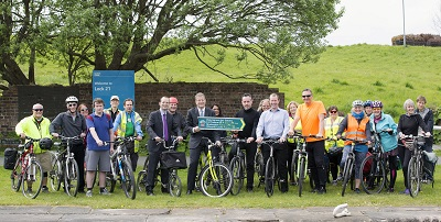 17/05/16 - 16051704 - ABELLIO SCOTRAIL    MARYHILL - GLASGOW     Keith Irving, Phil Verster, Colin Clark and Peter Leslie with cyclists