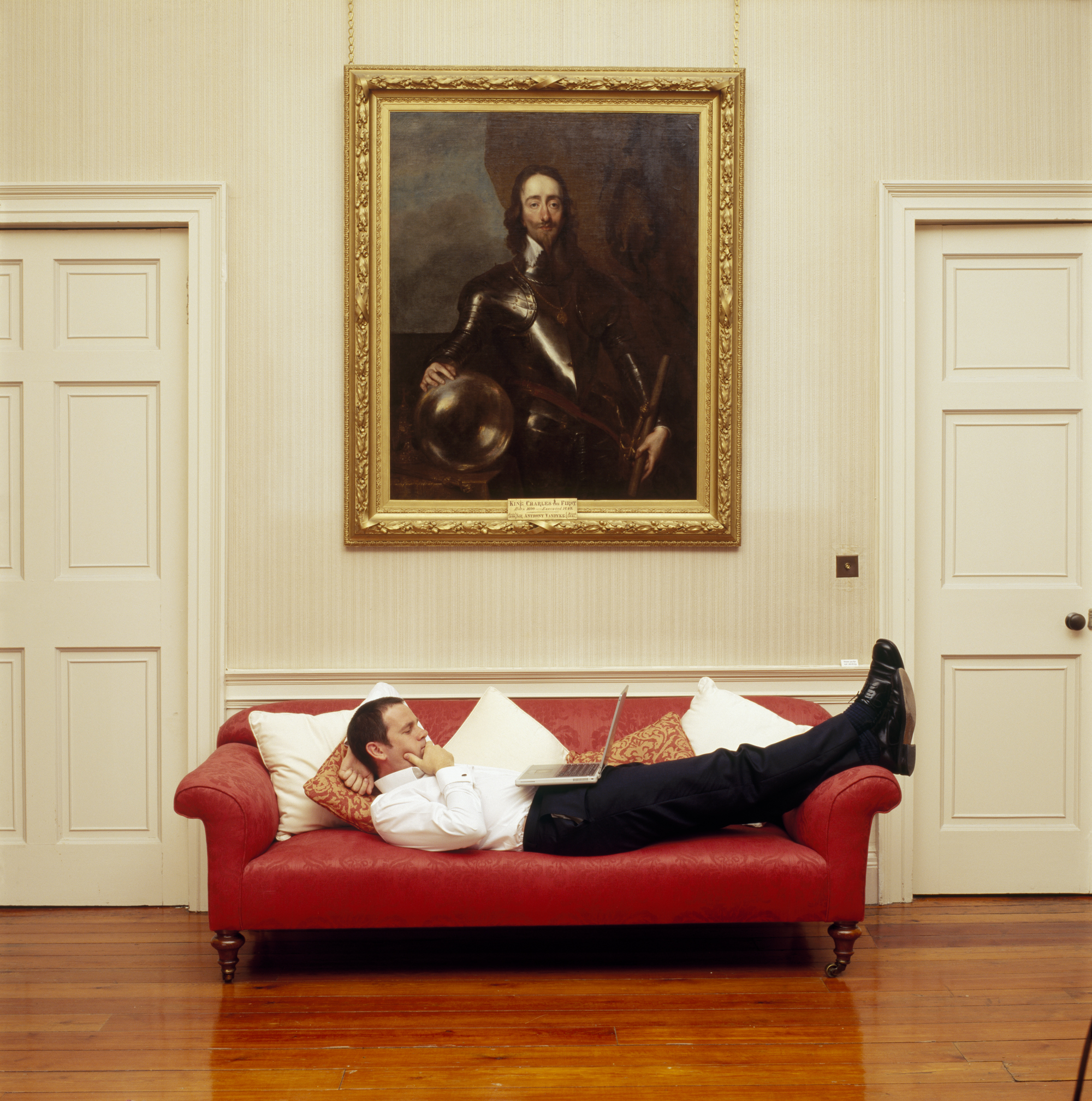 zack-reclining-below-king-charles-in-library-001