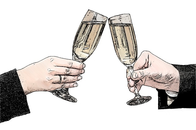 champagne-glasses-821435_640