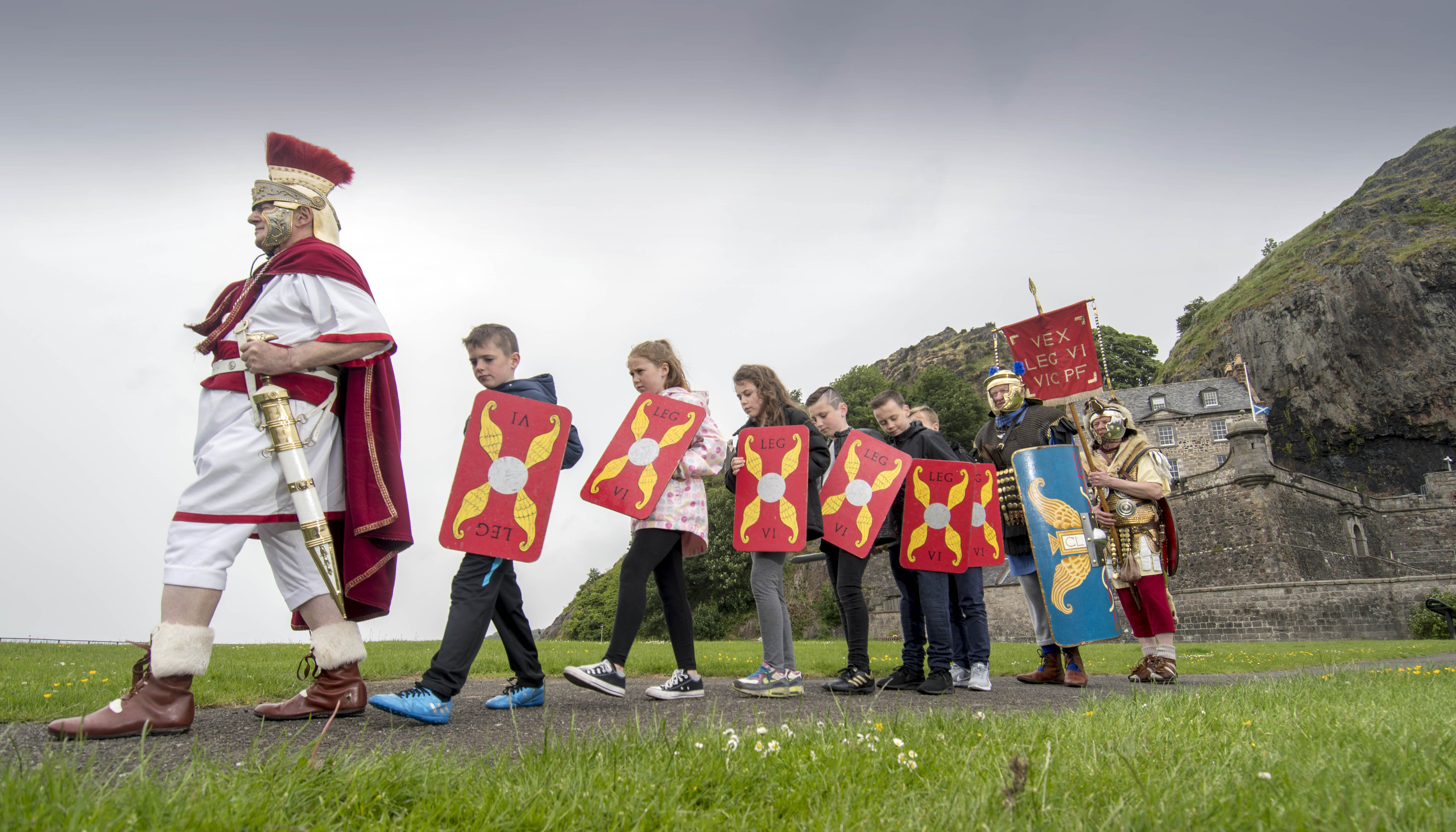 Historic Environment Scotland - Rock of Ages preview - Dumbarton Castle - John Richardson as Gaius Iulius Raetucus, a Tribune of the Antonine period, AD120, leads pupils from Dumbarton's Knoxhill Primary School and two soldiers of his Legion - picture by Donald MacLeod - 01.06.2017 - 07702 319 738 - clanmacleod@btinternet.com - www.donald-macleod.com