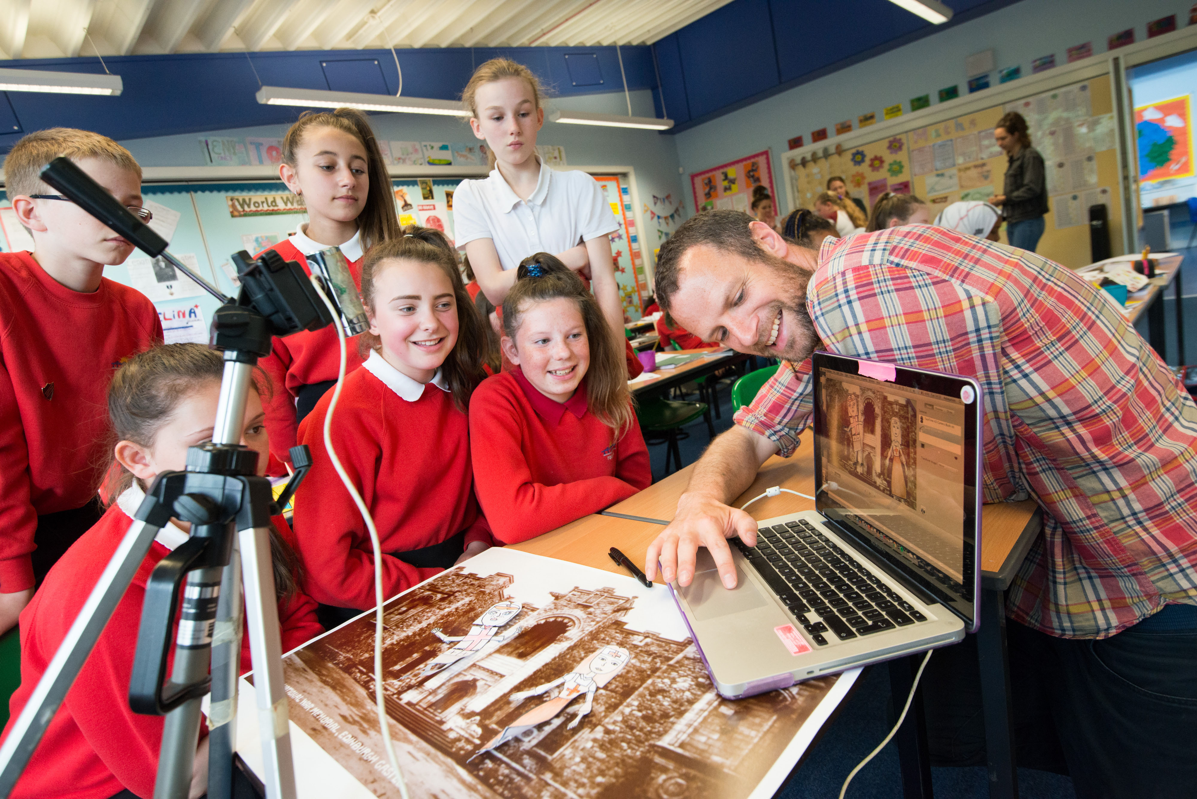 Animation workshop taking place at Forthview Primary, W Pilton Pl, Edinburgh EH4 4DF. The workshop was led by animator Henry... use WWI as a subject for the stories. SCRAN has supported this project by providing the background images for the animations as well as other supporting material. Henry Cruickshank  (animatior), Sylvie Silk (Learning Officer, HES), Jackie Sangster (Education Officer Scran)