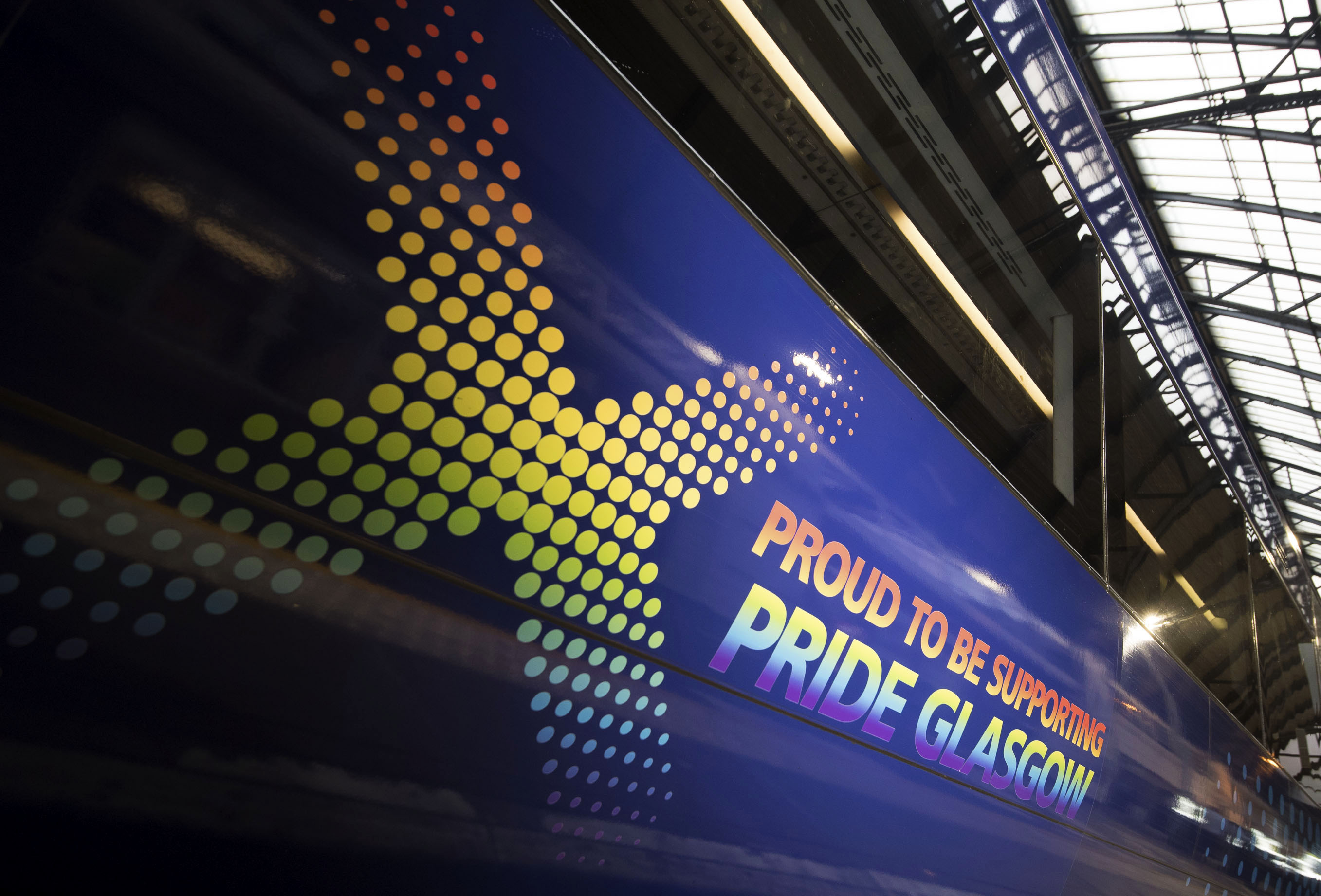 11/08/17 - 17081101 - SCOTRAIL  QUEEN STREET STATION - GLASGOW  Scotrail pride trains